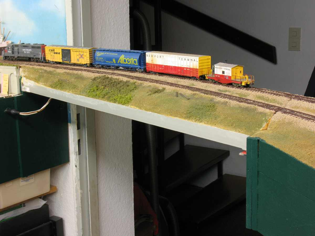Duck Under Or Lift Out Question Model Railroader Magazine Two Circuits Railroading Wolfgang